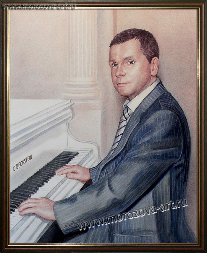Портрет российского пианиста за белым